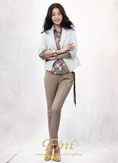 Han Ji Hye rực rỡ với thời trang Bang Bang - 1