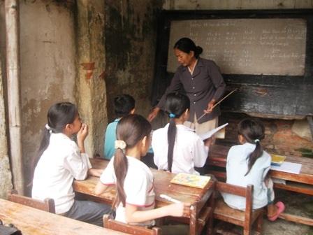 Bà giáo về hưu và lớp học miễn phí trong con ngõ hẹp  - 2