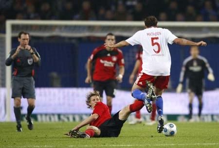 Bayern dễ thở, Leverkusen tử chiến Hamburg - 3