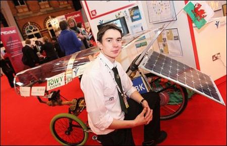 19 tuổi giành giải thưởng Kĩ sư trẻ của năm - 1