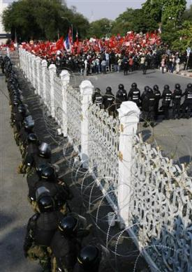 """Cuộc tưới máu của người biểu tình """"áo đỏ"""" Thái Lan - 6"""