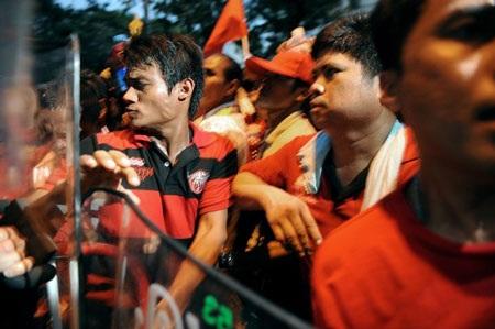 """Cuộc tưới máu của người biểu tình """"áo đỏ"""" Thái Lan - 15"""