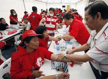 """Cuộc tưới máu của người biểu tình """"áo đỏ"""" Thái Lan - 1"""