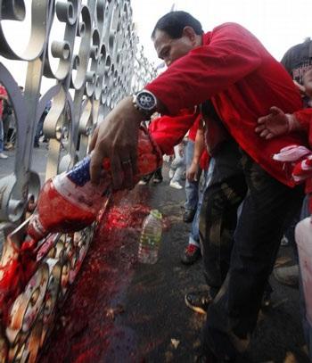 """Cuộc tưới máu của người biểu tình """"áo đỏ"""" Thái Lan - 9"""