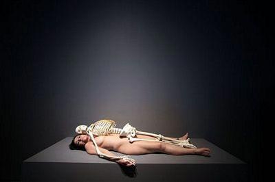 Sốc vì người mẫu khoả thân trong triển lãm ở New York - 4