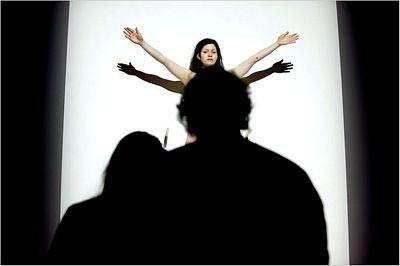 Sốc vì người mẫu khoả thân trong triển lãm ở New York - 6