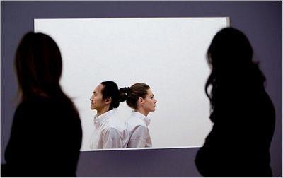 Sốc vì người mẫu khoả thân trong triển lãm ở New York - 7