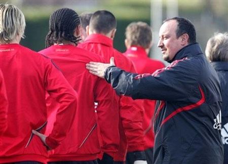 "Benitez kêu gọi học trò ""phớt lờ"" MU - 1"