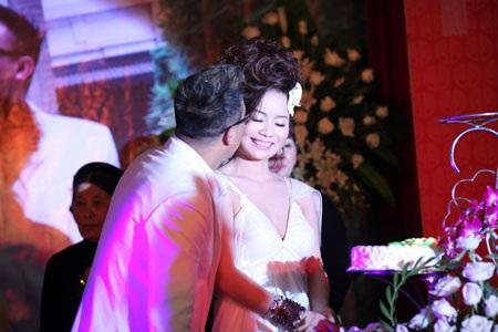 Ca sĩ Tô Minh Thắng cưới chị họ của Vũ Thu Phương - 11