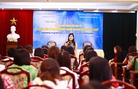 Nhà báo Thu Uyên tiết lộ kinh nghiệm với SV báo chí  - 2