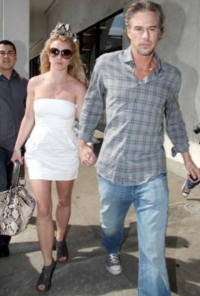 Britney Spears phủ nhận tin đồn chia tay bạn trai - 2