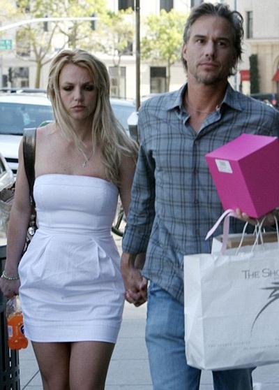 Britney Spears phủ nhận tin đồn chia tay bạn trai - 1
