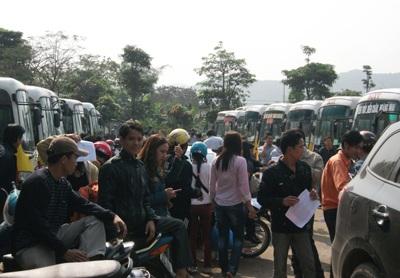 Hàng trăm công nhân xe buýt bãi công đòi quyền lợi - 1