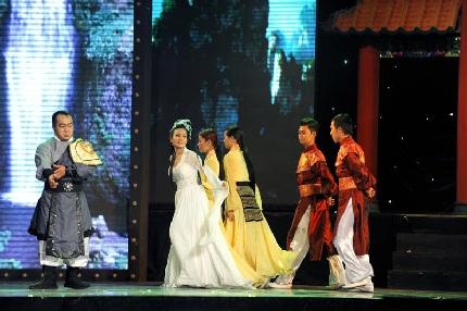 Dương Triệu Vũ tình tứ với Lệ Quyên - 15