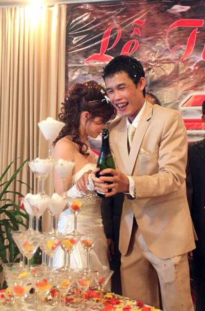 """Hiệp """"Gà"""" bối rối trong ngày cưới vợ mới - 14"""