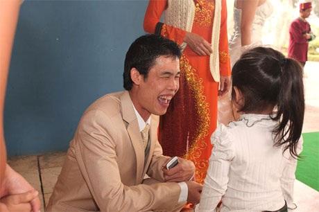 """Hiệp """"Gà"""" bối rối trong ngày cưới vợ mới - 5"""