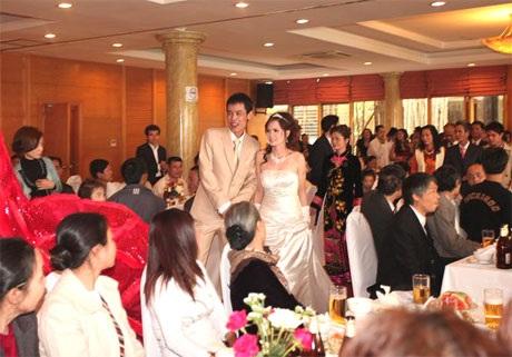 """Hiệp """"Gà"""" bối rối trong ngày cưới vợ mới - 7"""