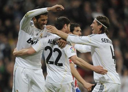 Real Madrid nhọc nhằn vượt ải Gijon - 3