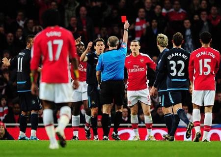 Hạ West Ham đầy thuyết phục, Arsenal chiếm ngôi đầu - 2