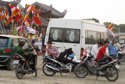 """""""Chặt chém"""", lộn xộn ở ngôi chùa lớn nhất Việt Nam - 1"""