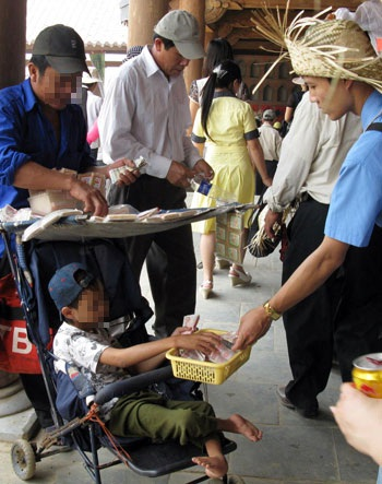 """""""Chặt chém"""", lộn xộn ở ngôi chùa lớn nhất Việt Nam - 3"""
