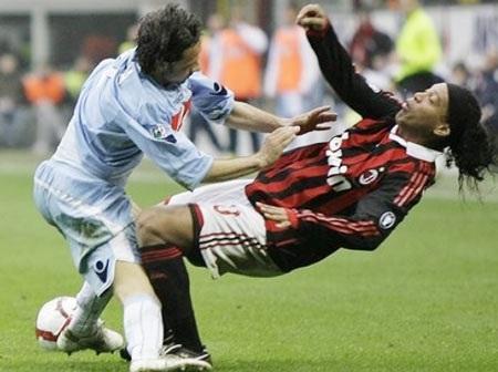 """AC Milan """"cướp hụt"""" ngôi đầu của ĐKVĐ Inter - 1"""