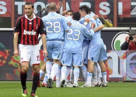 """AC Milan """"cướp hụt"""" ngôi đầu của ĐKVĐ Inter - 2"""