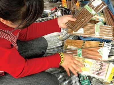 Cẩn thận khi dùng đũa sơn - 1