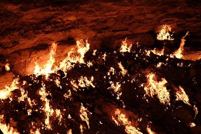 "Thăm ""Cổng địa ngục"" ở Uzbekistan - 6"