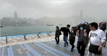 """Hồng Kông báo động vì màn """"mây khói độc"""" - 1"""