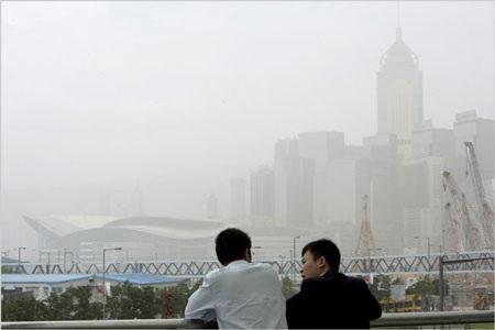 """Hồng Kông báo động vì màn """"mây khói độc"""" - 2"""
