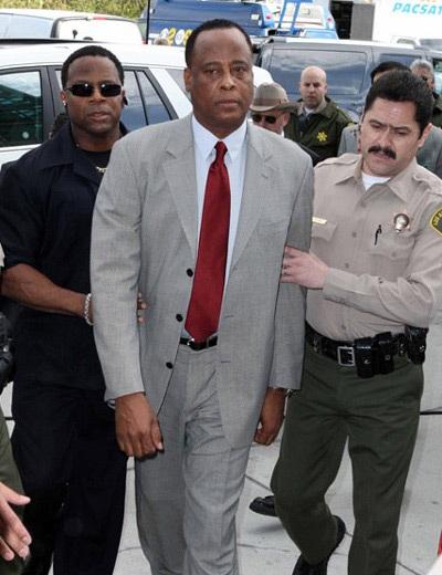 Bác sĩ tư của Michael Jackson trì hoãn việc gọi cấp cứu - 2