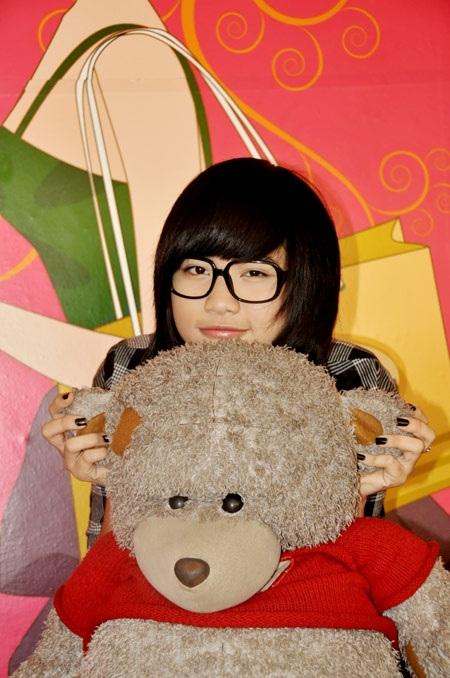 """9X Hà Nội """"mốt"""" đeo kính không… tròng - 2"""