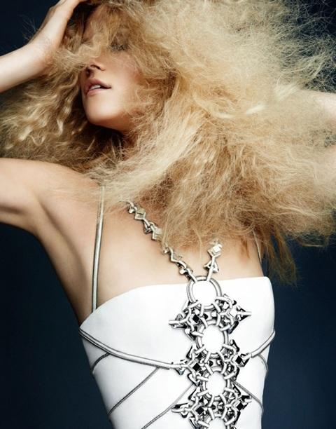 Kasia Struss quyến rũ với thời trang Atelier Versace  - 5