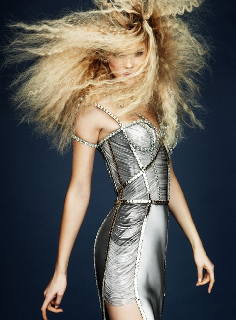 Kasia Struss quyến rũ với thời trang Atelier Versace  - 9