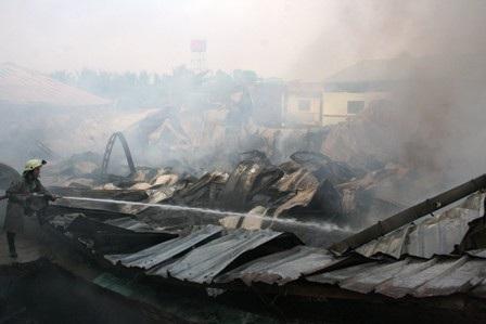 """Bà hỏa """"nuốt chửng"""" 3.000m2 xưởng sản xuất gỗ trong đêm  - 6"""