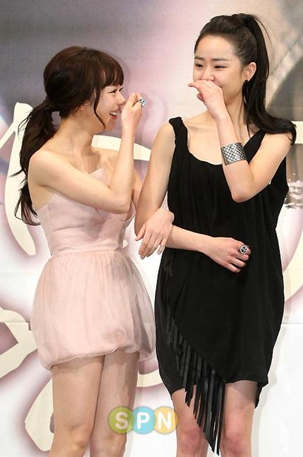 Moon Geun Young đẹp rạng rỡ trong buổi họp báo - 12