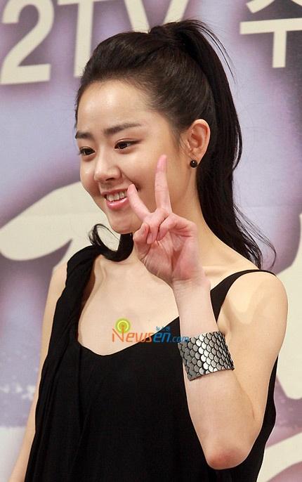 Moon Geun Young đẹp rạng rỡ trong buổi họp báo - 7
