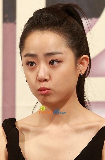 Moon Geun Young đẹp rạng rỡ trong buổi họp báo - 8