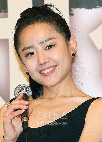 Moon Geun Young đẹp rạng rỡ trong buổi họp báo - 9