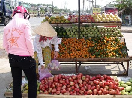Hoa quả tồn dư nhiều chất bảo vệ thực vật vẫn được ưa chuộng - 3