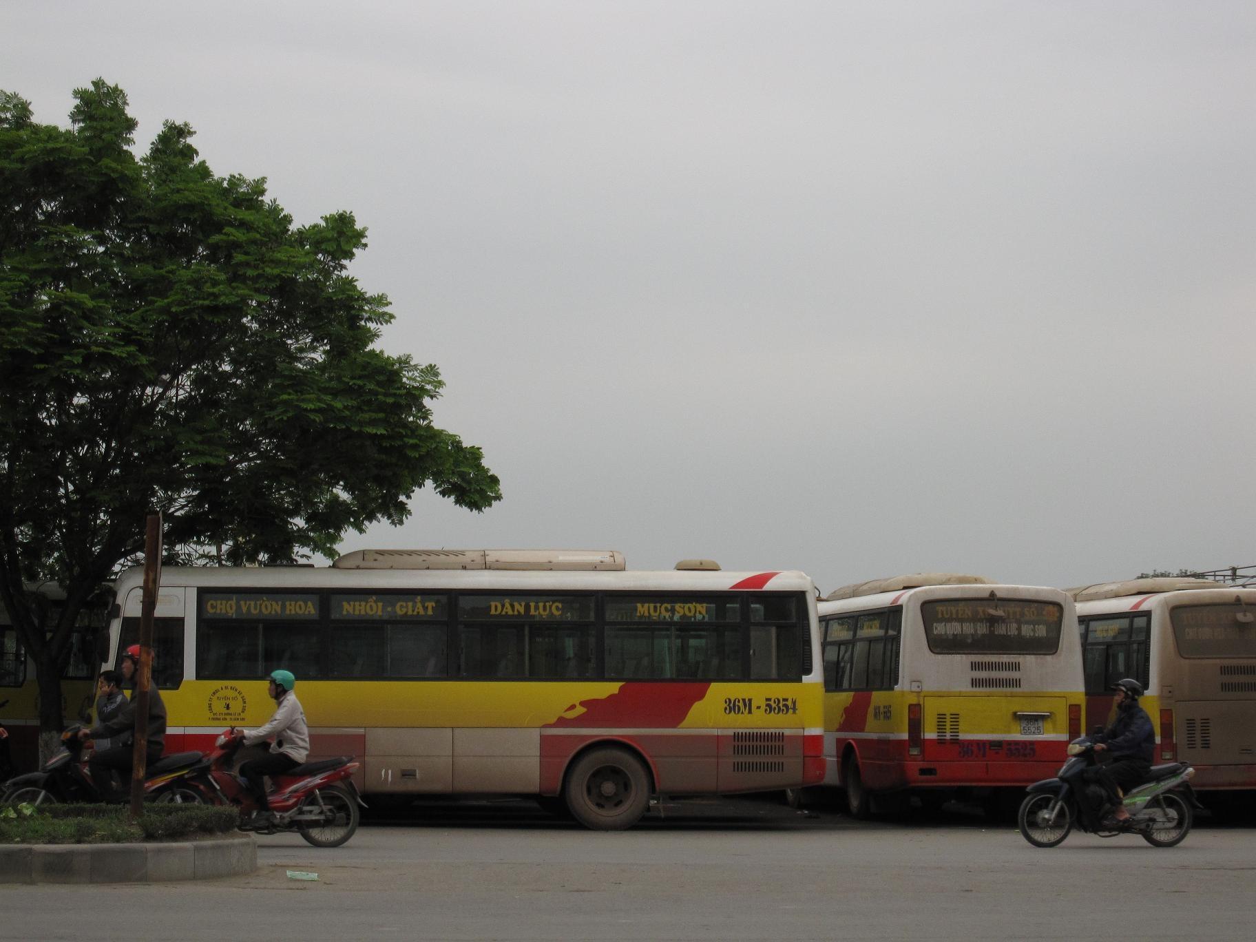 Công nhân xe buýt nghỉ việc vì trả lương không đúng quy định  - 1