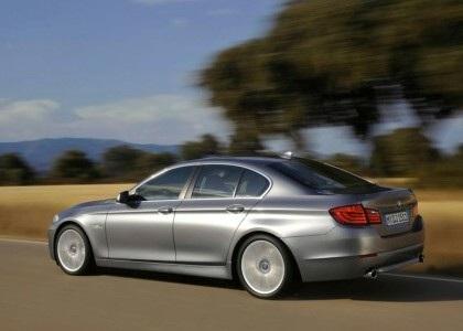 BMW 5-Series 2011 rẻ hơn phiên bản cũ - 2