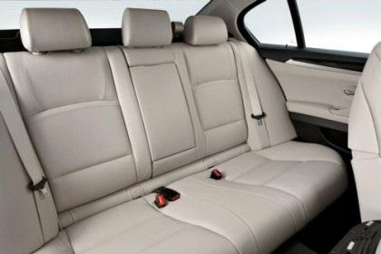 BMW 5-Series 2011 rẻ hơn phiên bản cũ - 7