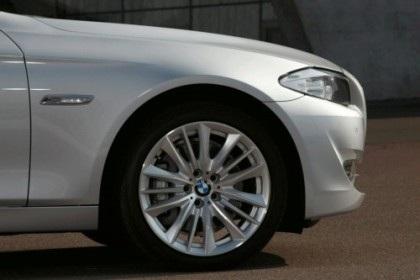 BMW 5-Series 2011 rẻ hơn phiên bản cũ - 8