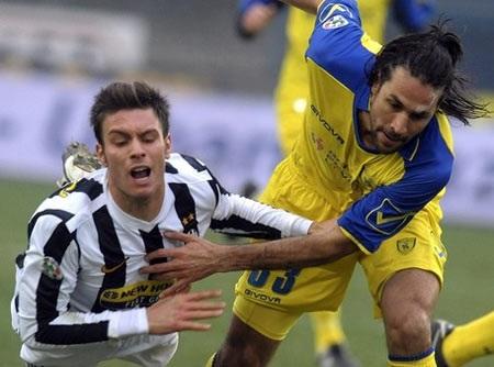 AC Milan củng cố hàng thủ bằng hậu vệ…34 tuổi - 1