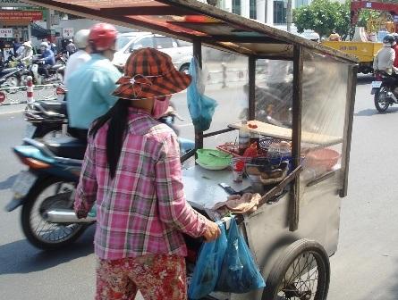 """""""Đốt mình"""" giữa nắng nóng Sài Gòn - 2"""