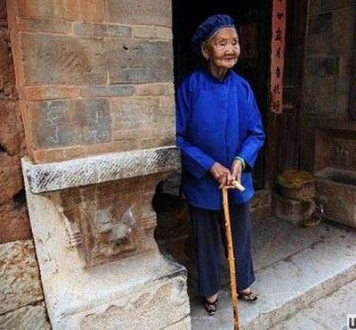 Người phụ nữ có bàn chân nhỏ nhất thế giới - 4