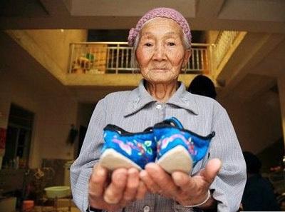 Người phụ nữ có bàn chân nhỏ nhất thế giới - 6