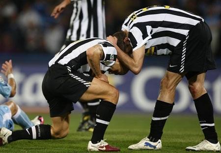 """Dù dẫn trước, Lão bà Juve vẫn bị Napoli """"nhấn chìm"""" - 2"""